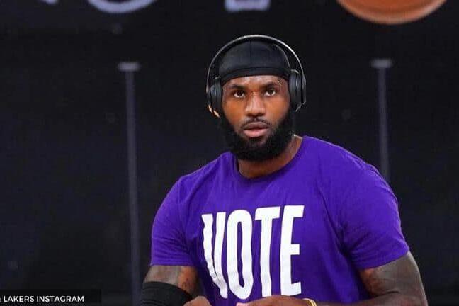 LeBron James Play Basketball With Headphone